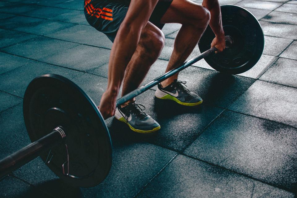 barra de treino no ginásio