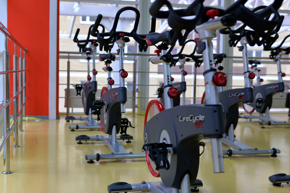 Equipamento de ginásio bicicletas